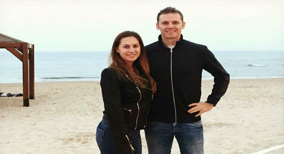 מיחאי קורהוט ואשתו בחוף תל אביבי