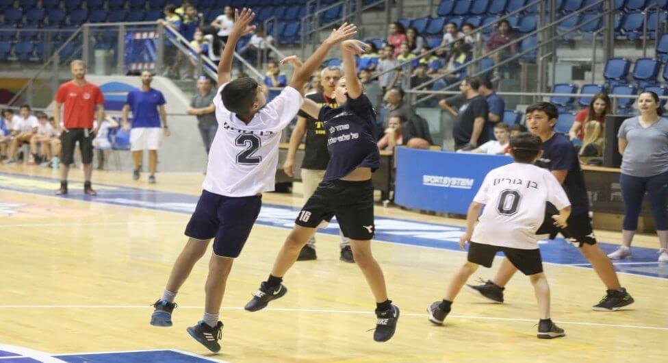 """נבחרת בי""""ס 'הרצוג' היא אלופת ב""""ש בכדורסל"""