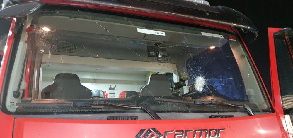 נזק כבד נגרם לרכבי כיבוי במהלך פעולות לכיבוי שריפות